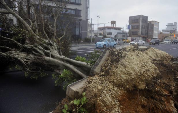 Τυφώνας πλήττει την Ιαπωνία
