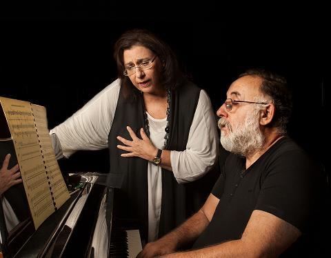 Ο Θάνος Μικρούτσικος και η Μαρία Φαραντούρη συναντιούνται στη σκηνή του Παλλάς