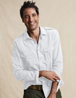 ... το Ω της αντρικής γκαρνταρόμπας. Είναι γεγονός ότι το πουκάμισο παίζει  πρωταγωνιστικό ρόλο σε κάθε εμφάνισή σας. Συνδυάζεται με όλα f55952bdc1b