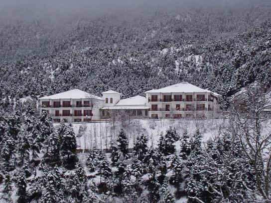 [Πρόταση] O Άγιος Βασίλης έρχεται στο Crystal Mountain Hotel