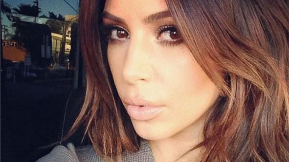 Η Kim Kardashian εκδίδει βιβλίο με προσωπικές της selfies (Εικόνες)