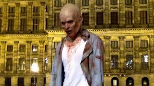 Ένα «ζωντανό» zombie στο Άμστερνταμ (βίντεο)