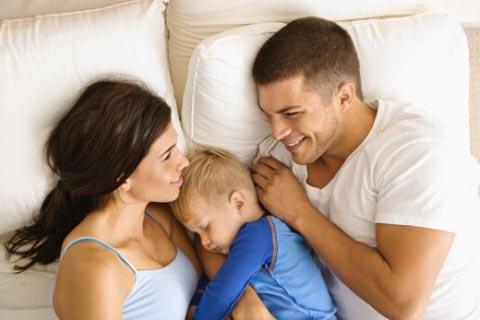Έρευνα: Γιατί τα παιδιά δεν πρέπει να κοιμούνται στο ίδιο κρεβάτι με τους γονείς τους;