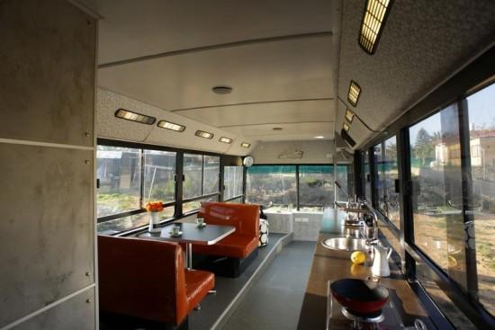 Πως ένα λεωφορείο μπορεί να μετατραπεί σε ένα ιδανικό σπίτι (Εικόνες)