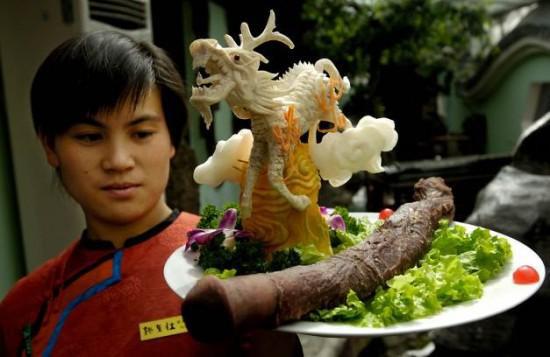 Εστιατόριο σερβίρει πέη ζώων! (Βίντεο)