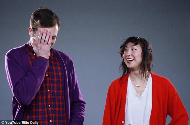 VIDEO: Ζευγάρια αποκαλύπτουν ο ένας στον άλλον με πόσους/πόσες έχουν κοιμηθεί…