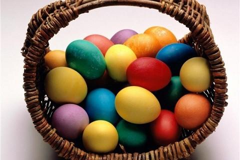 Πως να βάψετε τα πασχαλινά αβγά χωρίς να σπάσουν