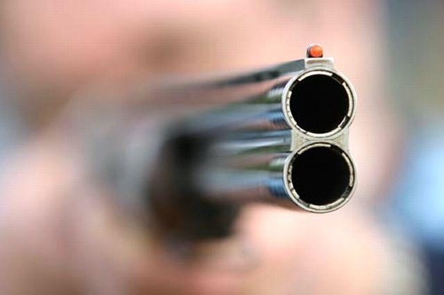 Δύο νεαροί δέχτηκαν πυροβολισμούς σε στάση λεωφορείου στην Κρήτη