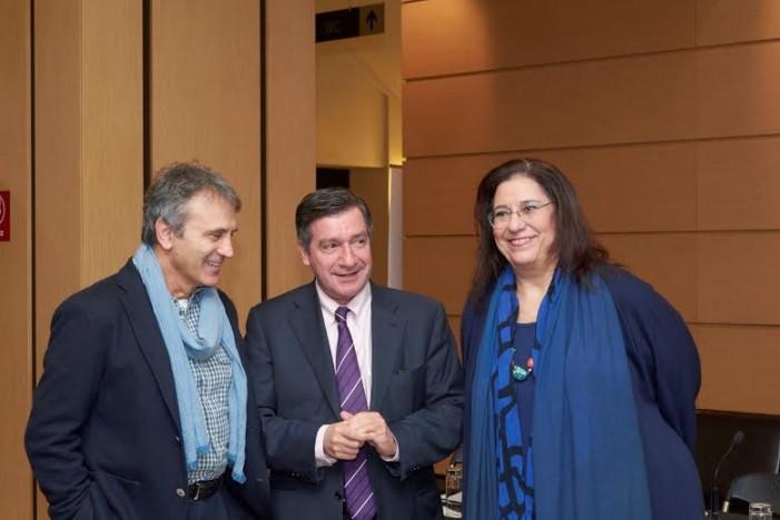 Ο Γ. Νταλάρας και η Μ. Φαραντούρη με τη Συμφωνική Ορχήστρα του Δήμου Αθηναίων στο Παλλάς